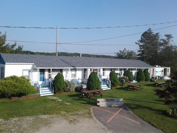 Lily Front Motel & Cottages
